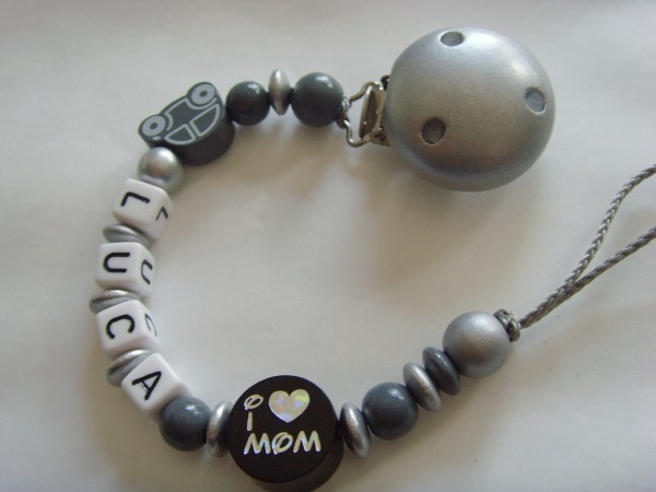 Baby Schnullerkette mit Namen - I love Mom - Dad in grau